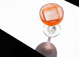 Atrakcyjna kostkarka do lodu